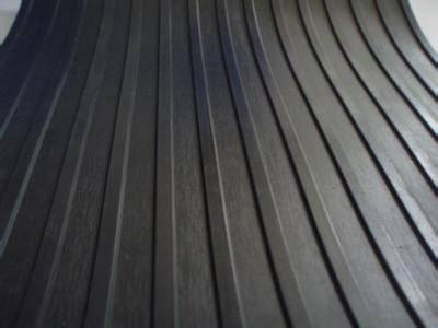wykładzina ryflowana, wykładziny RYFEL, wykładziny z ryflem, wykładziny gumowe z rowkami